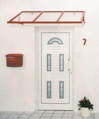 Haustüre mit Rotem Dach